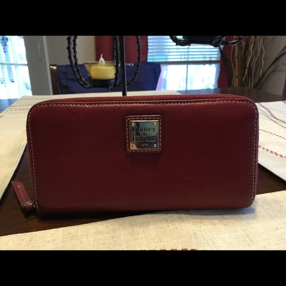 D&B Lg. Zip Around Wallet